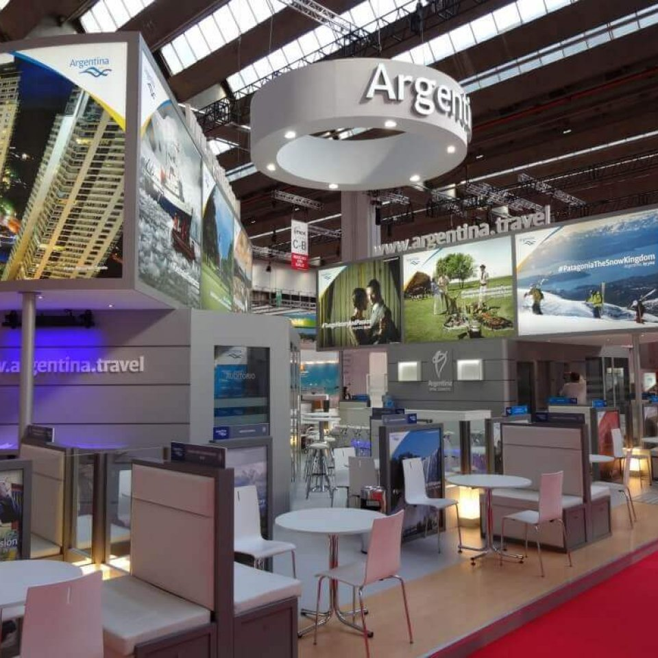 Expo Stands For Sale : Expo concepts with executives reprenstatives explaining to
